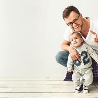 ¿Por qué los hombres no nos tomamos el postnatal?