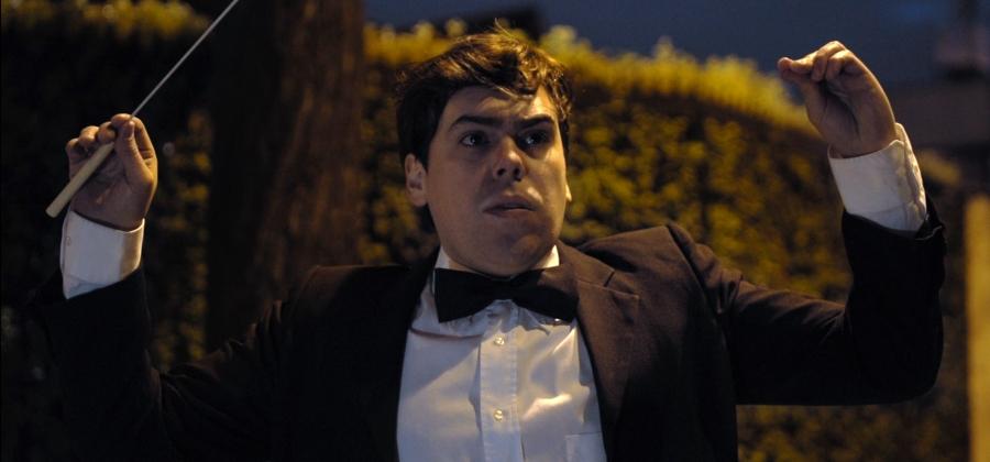 Juan Pablo Troncoso interpreta a Ernesto Soto, un rutinario oficinista Santiaguino..jpg