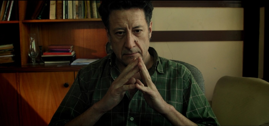Willy Semler interpreta a Roberto del Río, un escritor y locutor radial, que esconde un gran secreto..jpg